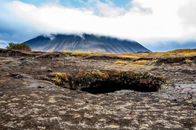 얼음 석순과 종유석으로 가득한 §오들오들§로프트헤들리르 얼음 동굴