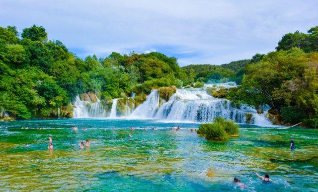 진정한 자연 애호가들을 위한 완벽한 휴양지! 크르카 폭포 투어 ♬