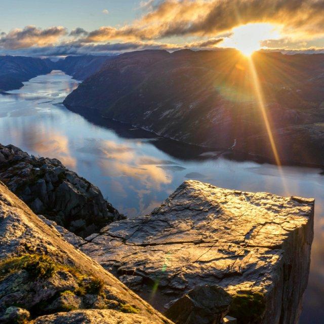 [4월오픈]노르웨이 피오르드 최고 절경을 즐길 수 있는 일출 하이킹 투어