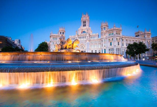 스페인의 수도를 담다! 마드리드 야경 워킹투어 + 타파스