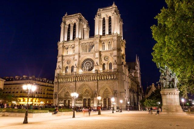 밤이 아름다운 파리를 편안한 7인승 전용차량으로~